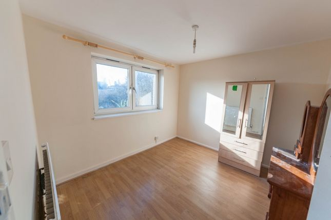 Thumbnail Flat to rent in Cleveland Way, Bethnal Green