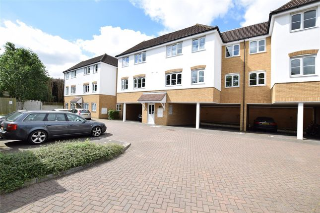 Thumbnail Flat for sale in Seymer Road, Romford