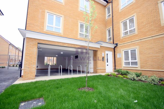 Thumbnail Flat to rent in 23 Kenyon Way, Langley, Slough SL3,