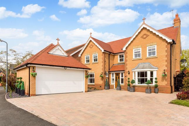 Thumbnail Detached house for sale in Prince Henrys Close, Evesham