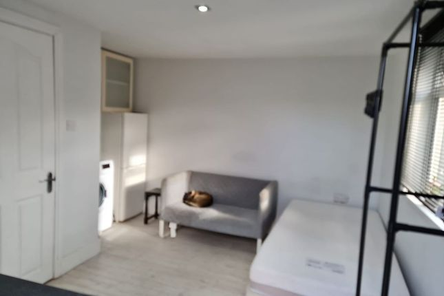 Studio to rent in Ewellhurst Road, Clayhall, Ilford IG5