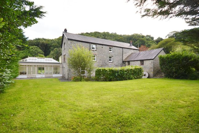 Thumbnail Country house for sale in Bronwydd Arms, Carmarthen