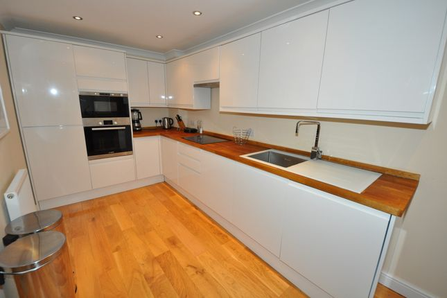 Thumbnail Room to rent in Broadoaks, Epping