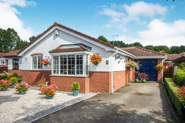 Thumbnail Bungalow for sale in Lapwing Close, Winsford, Cheshire