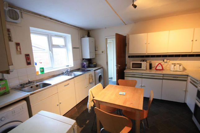 Thumbnail Property to rent in Squirhill Place, Russell Terrace, Leamington Spa