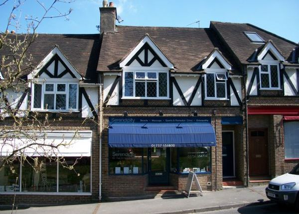 Flat to rent in Chipstead Station Parade, Chipstead, Coulsdon