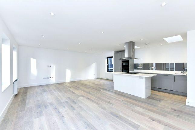 2 bed flat to rent in Long Lane, Smithfield, London
