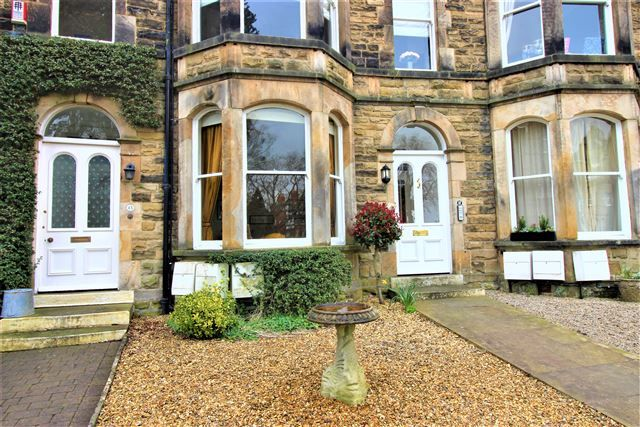 Thumbnail Flat to rent in Royal Crescent, Harrogate, North Yorkshire