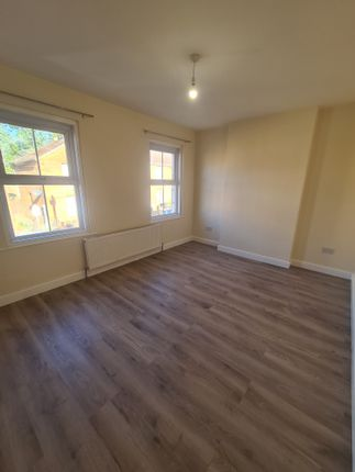 4 bed detached house to rent in The Crescent, Slough SL1