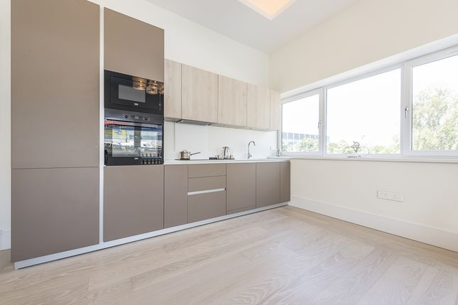 Thumbnail Flat to rent in Park Gate, Mount Avenue, London