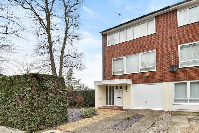 3 bed end terrace house for sale in Finchley, London