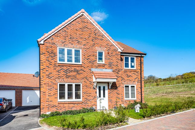 5 bed detached house for sale in Moray Place, Alton, Hampshire GU34