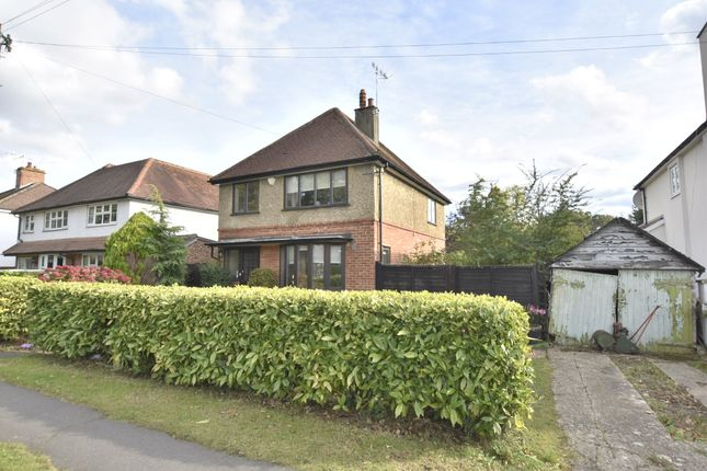 Thumbnail Detached house for sale in Avenue Gardens, Horley