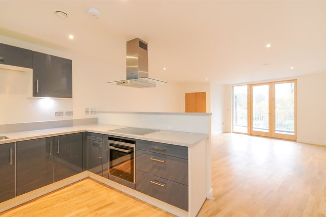 Thumbnail Flat for sale in Kew Bridge Road, Brentford