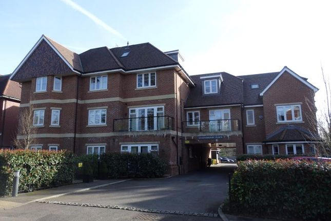 Thumbnail Flat to rent in Doods Road, Reigate