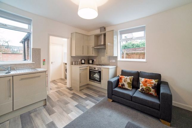Thumbnail Flat to rent in Dagmar Grove, Beeston, Nottingham