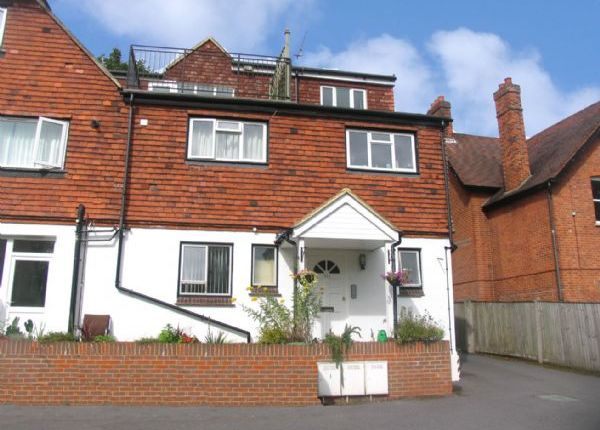 Thumbnail Flat to rent in The Avenue, Camberley