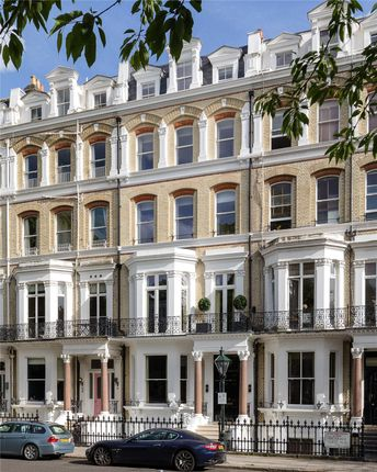 Thumbnail Property for sale in Vicarage Gate, Kensington, London