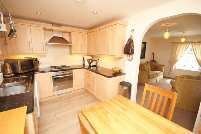 Thumbnail Flat for sale in Royffe Way, Bodmin