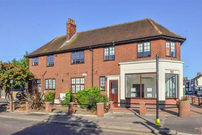 Thumbnail Flat to rent in Southbourne Grove, Westcliff-On-Sea, Essex