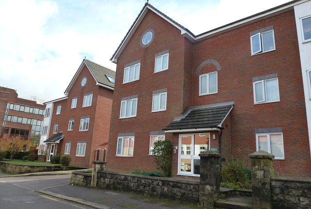 1 bed flat to rent in Chapel Road, Redhill RH1