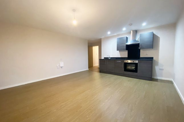 2 bed flat to rent in Wellington Road North, Stockport SK4