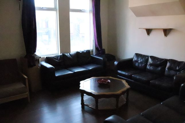 Thumbnail Shared accommodation to rent in Brudenell Grove, Leeds, Hyde Park