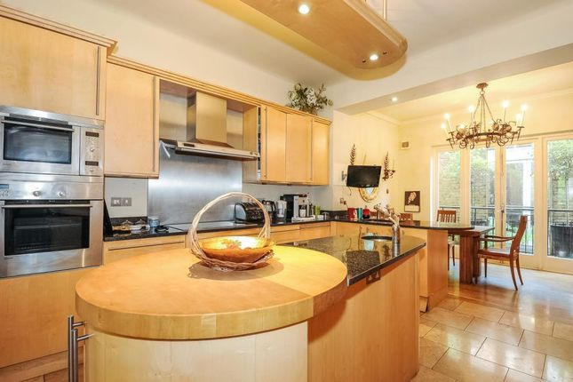Thumbnail Terraced house for sale in Kensington Square W8,