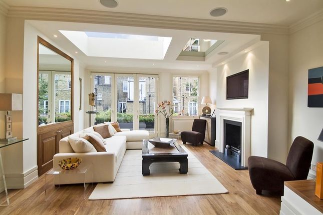 Thumbnail Terraced house to rent in Graham Terrace, London
