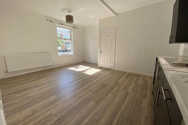 Thumbnail Flat to rent in West Exe North, Tiverton
