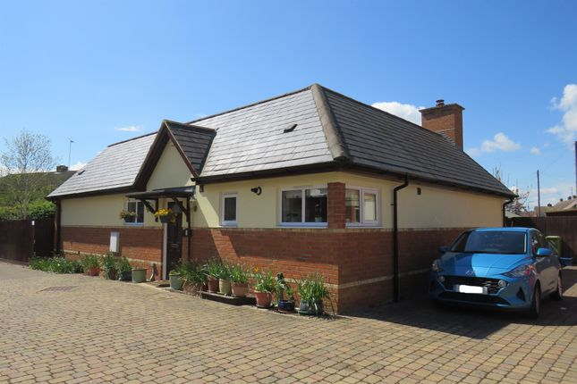 2 bed detached bungalow for sale in Tankard Close, Newport Pagnell MK16