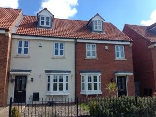 3 bed terraced house to rent in Pools Brook Park, Kingswood, Hull HU7