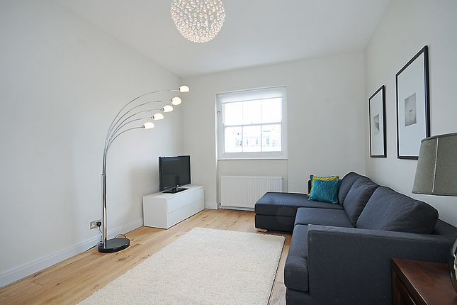 2 bed flat to rent in Inverness Terrace, Bayswater, London