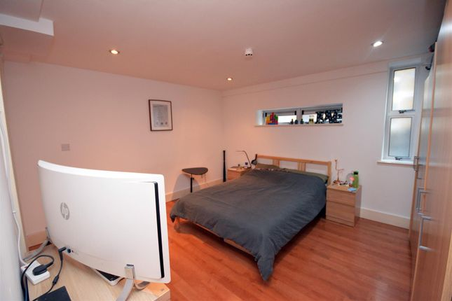 Bedroom of City Lofts, Crwys Road, Cathays, Cardiff CF24