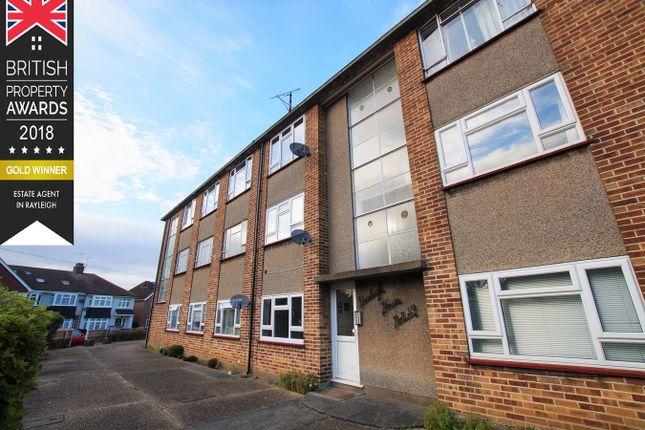 Thumbnail Flat for sale in Marina Avenue, Rayleigh