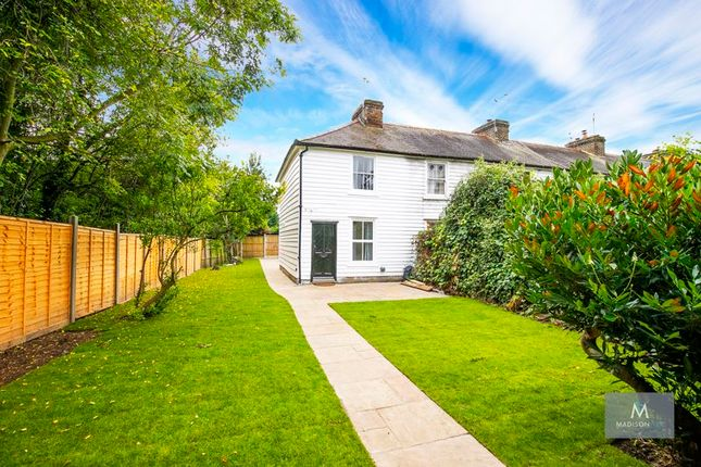 2 bed property for sale in Manor Road, Chigwell IG7