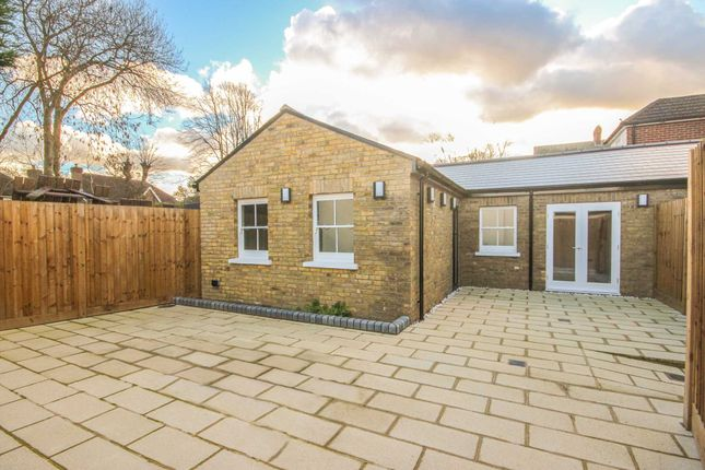 Thumbnail Bungalow to rent in High Street, Thames Ditton