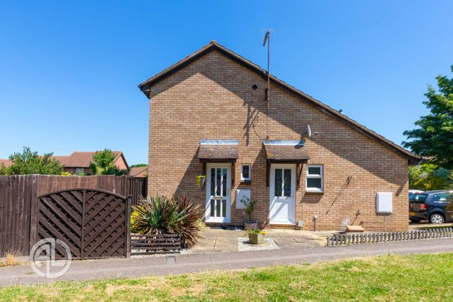 1 bed semi-detached house for sale in Swift Close, Letchworth Garden City SG6