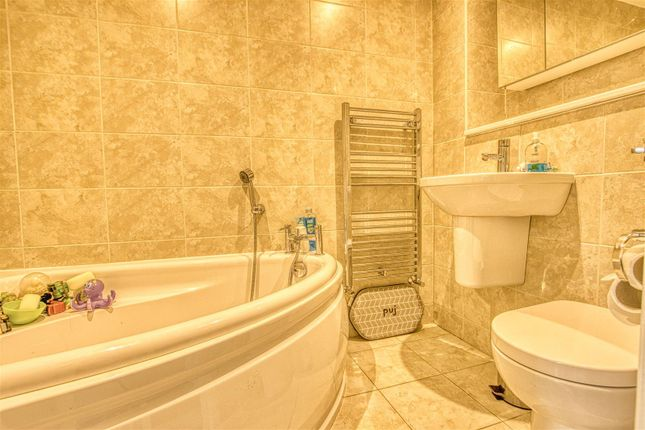Family Bathroom of Welbeck Close, Borehamwood WD6
