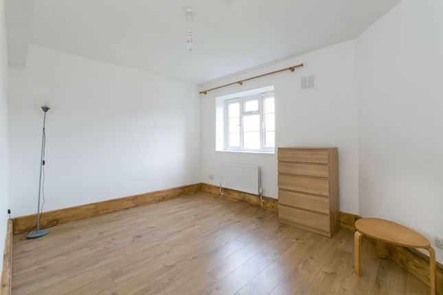 3 bed flat to rent in Myrtle Street, London