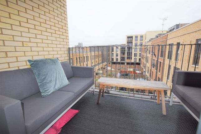Balcony of 10 Eythorne Road, Brixton / Oval SW9