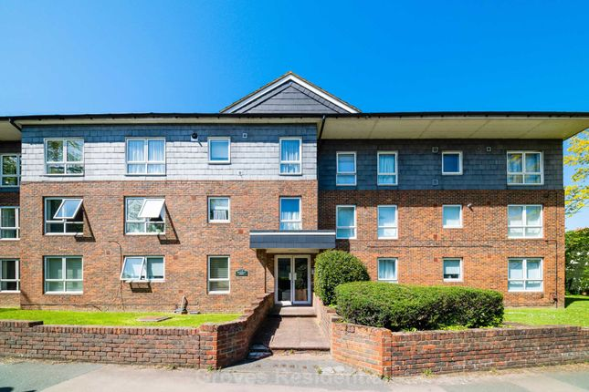 Thumbnail Flat to rent in The Avenue, Worcester Park
