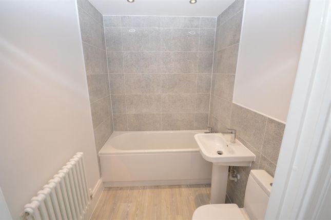 Family Bathroom of The Grange, Gwendolyn Drive, Binley, Coventry CV3