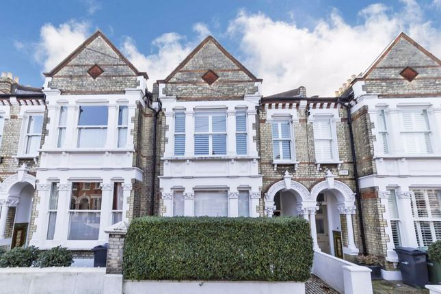 Thumbnail Flat for sale in Kingscourt Road, London