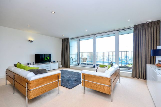 Thumbnail Flat to rent in Western Gateway, Canary Wharf