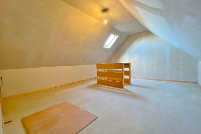 Attic Room of 26 Clermiston Green, Clermiston, Edinburgh EH4