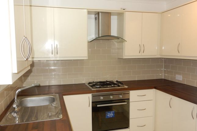 Thumbnail Flat to rent in Birchway, Hayes