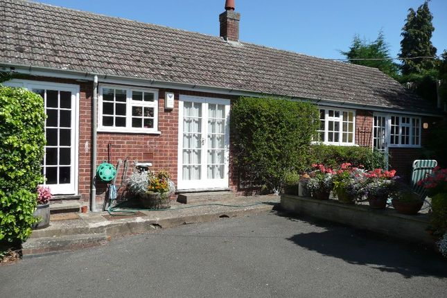 Thumbnail Bungalow to rent in Main Road, Grendon, Northamptonshire