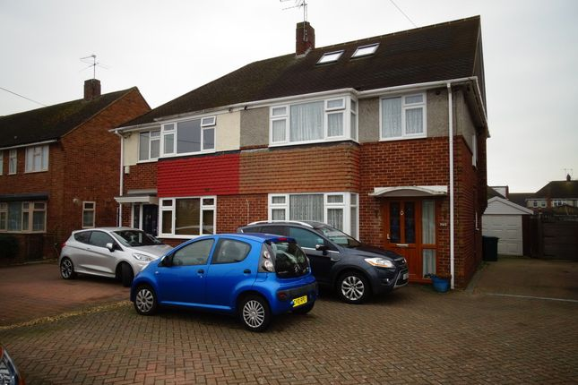 Semi-detached house in  Feltham Hill Road  Ashford T London