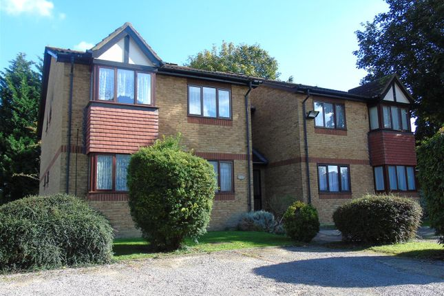 Thumbnail Flat to rent in The Hideaway, Abbots Langley, Watford